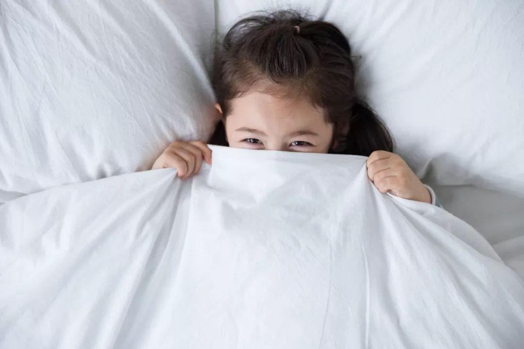 怎样才能让孩子既不耽误学习又能保证睡眠?