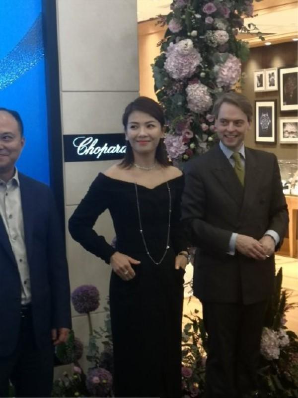 刘涛武汉捞金,生图气质都这么好,好身材全靠一条长裙!