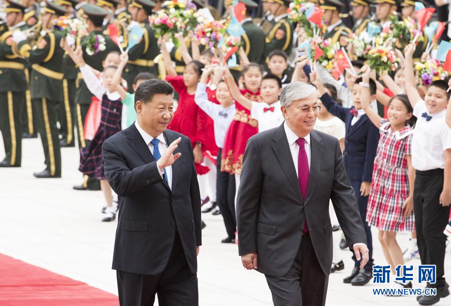 习近平同哈萨克斯坦总统托卡耶夫举行会谈