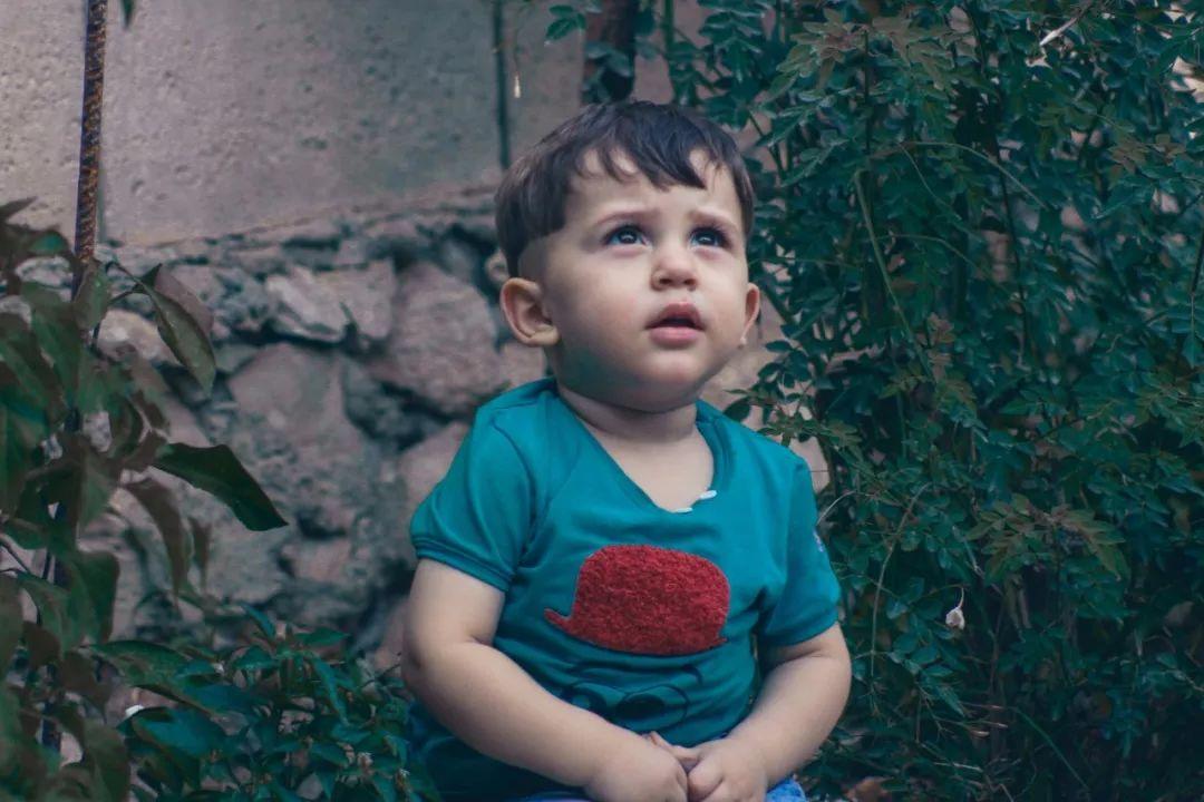 2岁男童凌晨发烧身亡,只因爸爸一个动作!医生痛心:这种错误很多家长还在犯!