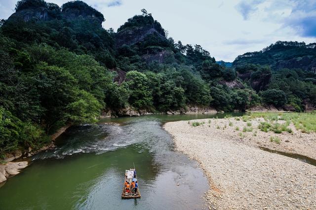 亚洲第一巨石高200米,就在中国福建,一块石头就是一座山