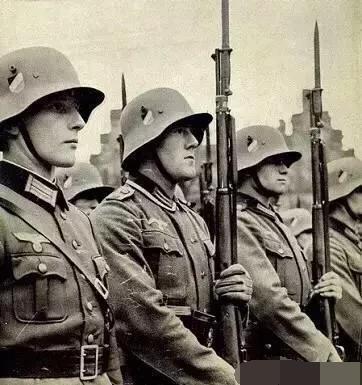 二战时德国国防军和党卫军有什么区别?二者战斗力谁更强?_德国新闻_德国中文网