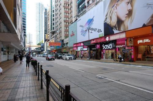"""访港团客大减 香港酒店""""空房对明月""""商家减价救市_什么是空房"""