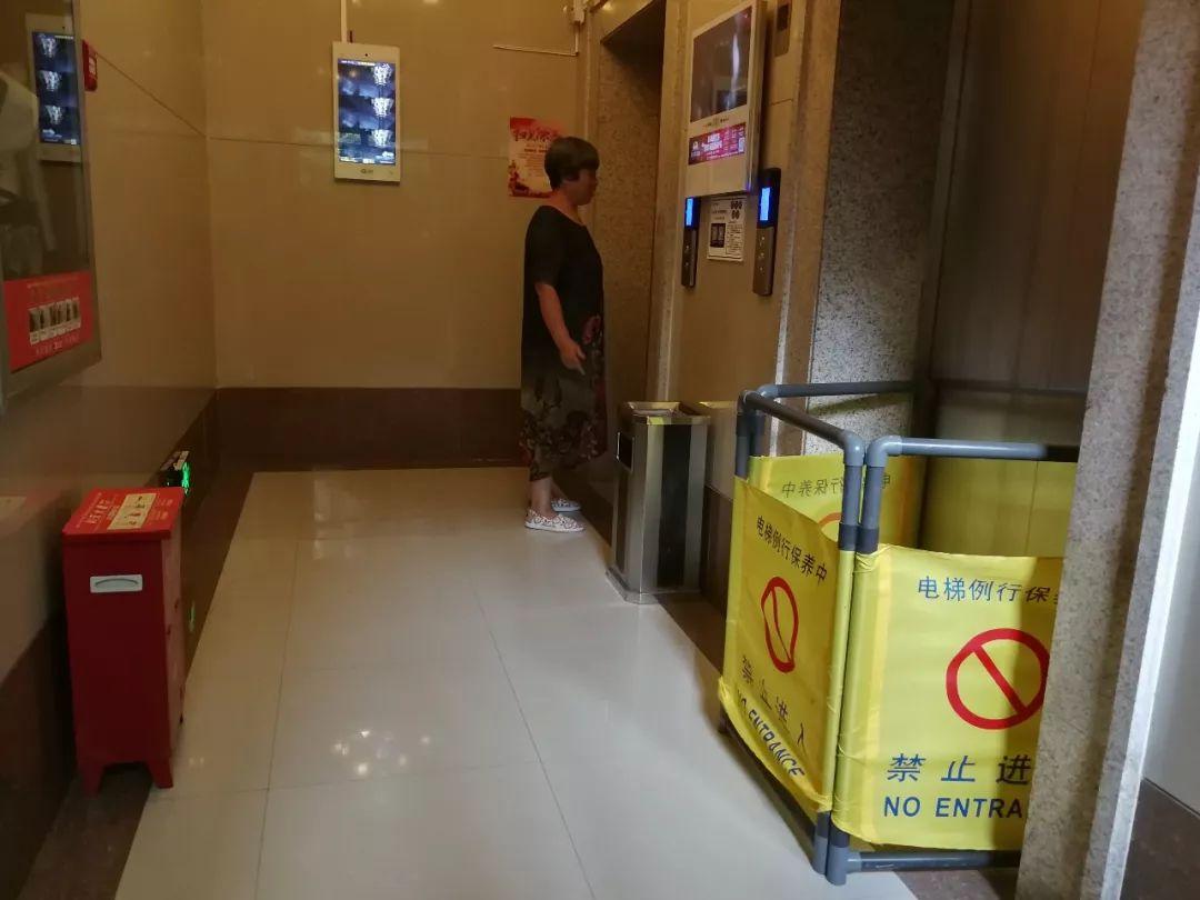 """8台!小区电梯一个月坏了8台,有人故意放水""""淹""""电梯?"""