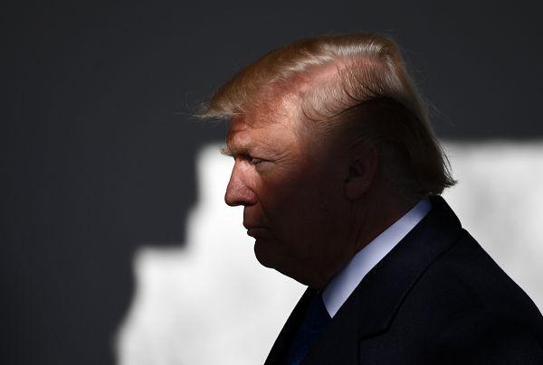 """日媒预测:特朗普""""自杀式萧条""""或明年爆发:"""