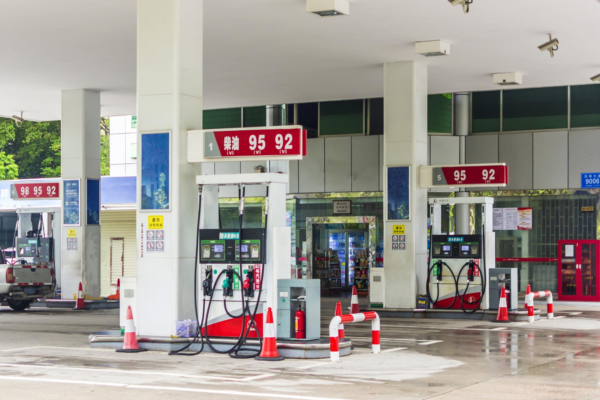 """""""两桶油""""打响价格战:多年罕见大降价幅度惊人 或成常态"""