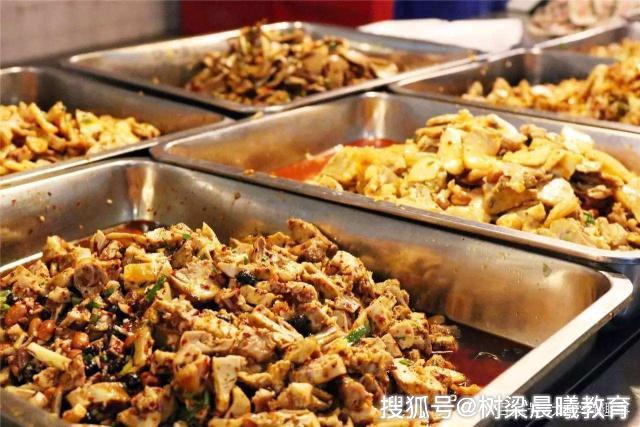 10年前的大学食堂,对比10年后的大学食堂,物价翻倍,饭菜好吃吗