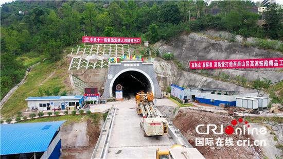 中国首条桥隧比超90%的山区高铁扶植有序推动 完成机械覆盖、技巧冲破