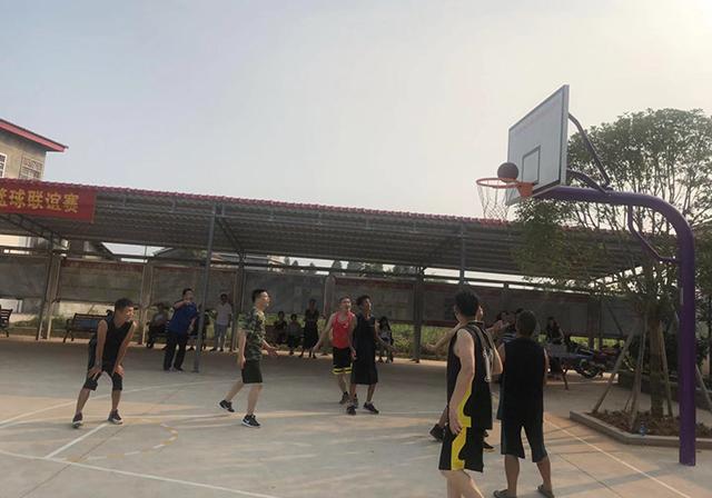 """南县乌嘴乡:贫困村里的篮球""""赛事"""""""