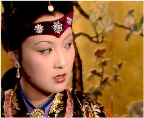 87版的王熙凤,为何不惹人厌恨?22张图片里有答案