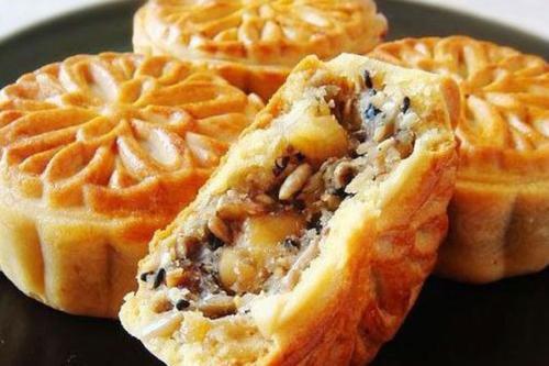 为何都说一口月饼半口油?告诉你五仁、蛋黄、水果月饼如何挑选
