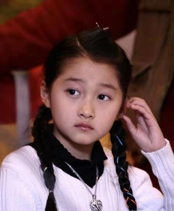 女星童年照流出,杨紫心爱,宋祖儿水灵,看到这位肯定没整容
