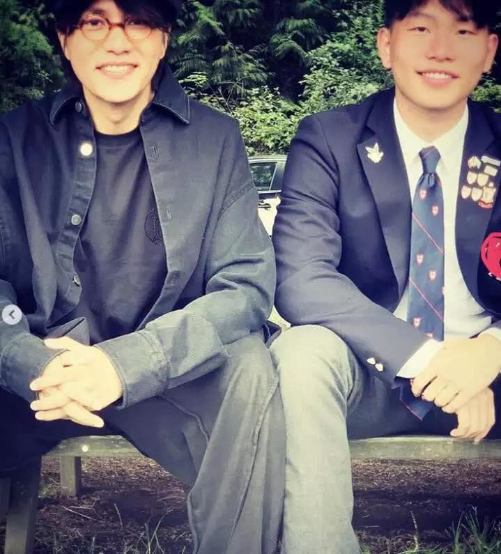 """像吗?陈坤罕见晒与儿子合照:""""友谊是我表达的方式"""""""