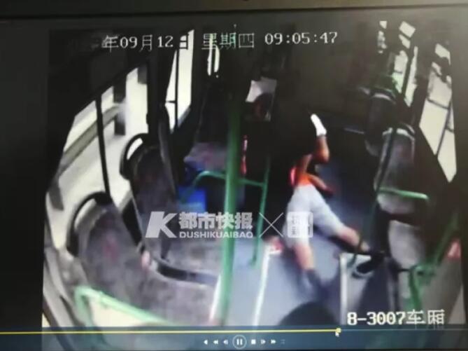 杭州一男子公交車上心跳呼吸驟停,救醒后他說要回家,家人也要求不去醫院