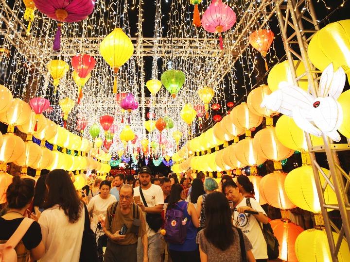 香港多彩中秋節:觀彩燈、品月餅、舞火龍