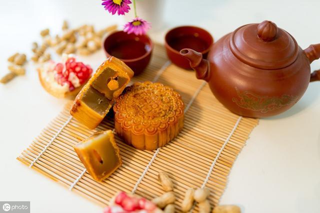 一块月饼的热量_中秋,糖尿病人健康吃月饼,血糖更平稳_热量
