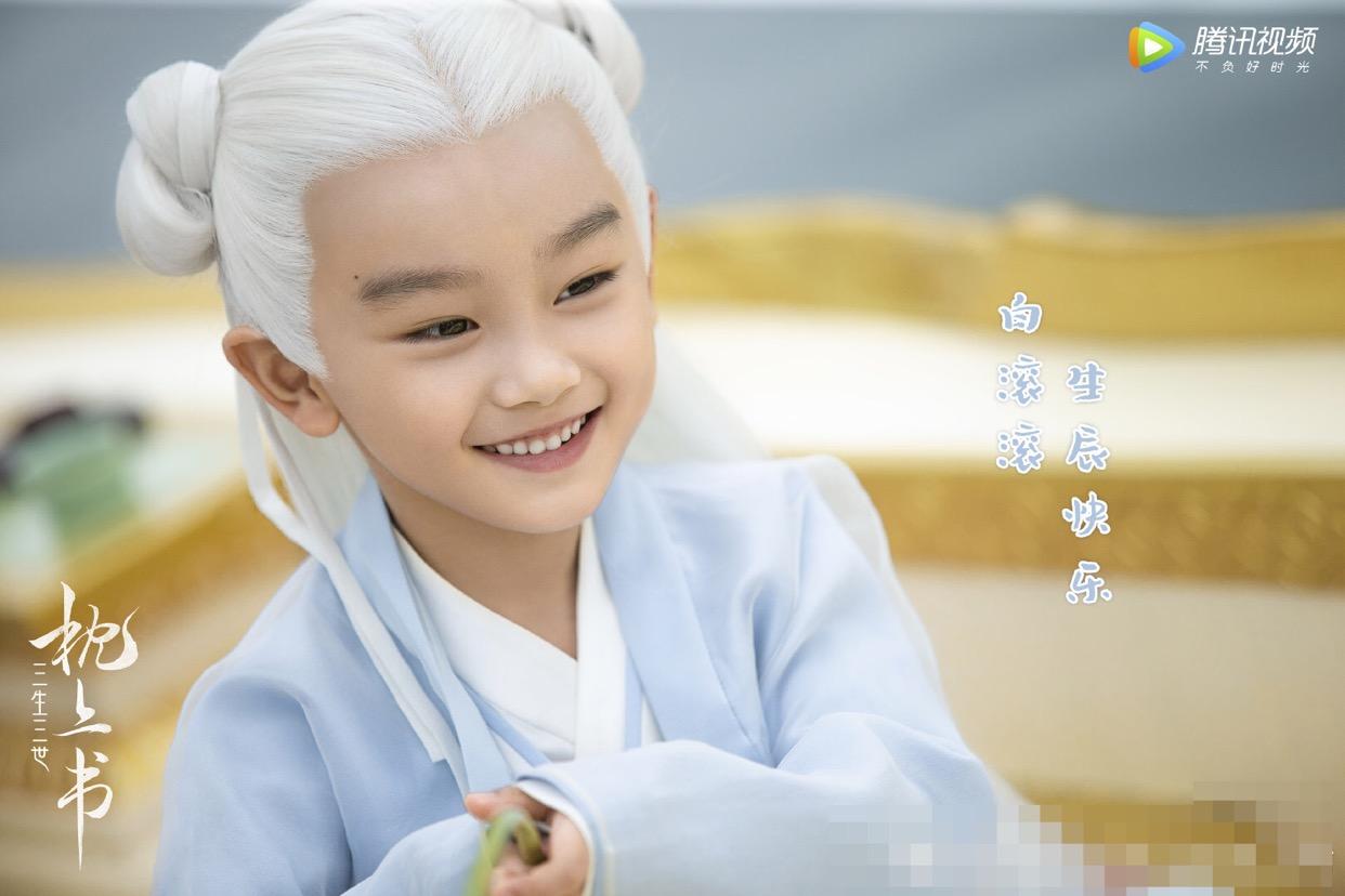 《枕上书》中凤九和东华帝君儿子才可爱,颜值比阿离都要高