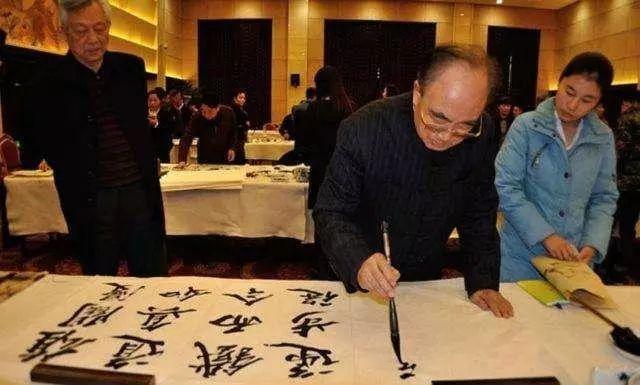 83岁老人练楷书77年,却被称没有艺术性?如今一幅字卖593万