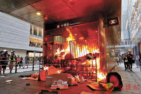 香港消防被記者追問,這反問神了