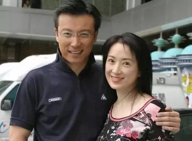 分居变离婚!50岁男星改口称与太太已签字离婚:享受最后一次恋爱