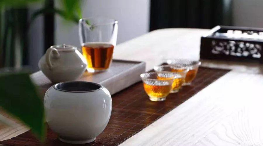 为什么喝黑茶的人会显年轻?