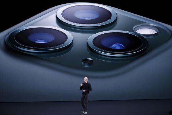 "iPhone11到底如何?英媒测评:首创""浴霸""镜头但创新难达预期"