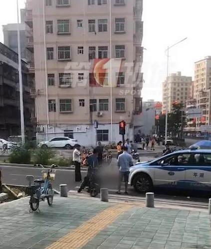 突发!一行人斑马线上被出租车撞倒,家眷:正要去超市买菜