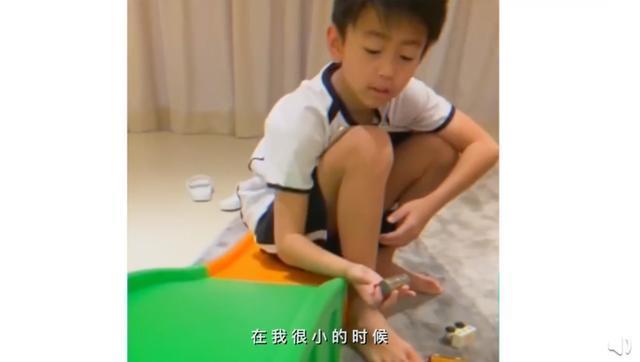 张柏芝晒视频分享日常,二儿子现身五官复制粘贴像极了谢霆锋!