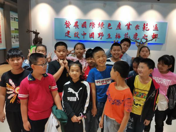 黑龙江拜泉县文化英语学校参观博物馆学习