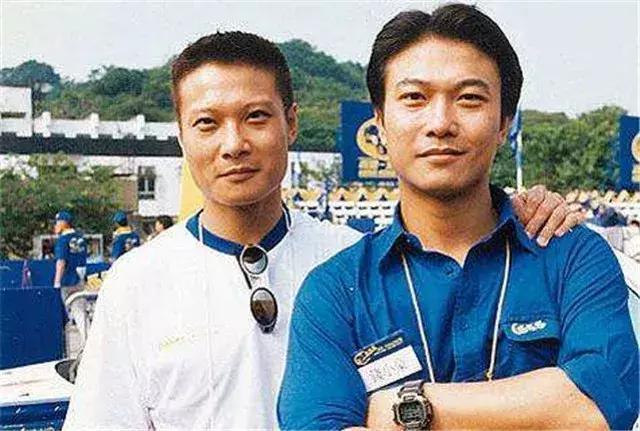"""一代舞王,香港""""过气""""功夫明星,许多人不知道他还有一个弟弟"""