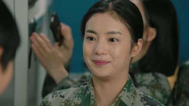《陆战之王》还未完,黄晓萌又一新剧来袭,看到男主后:收视稳了