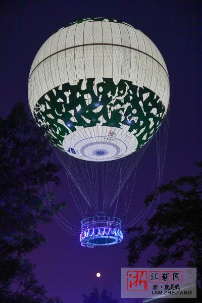 男女成人性交�_拉风!杭州市民乘坐氦气球空中赏月
