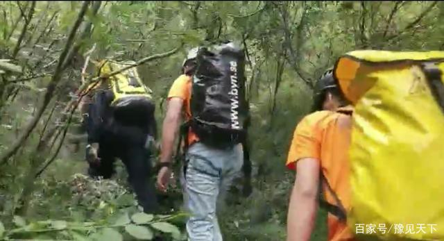 河南嵩山两游客坠崖,省应急救援协会已派10人展