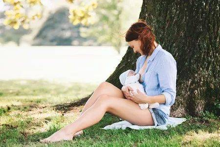 母乳喂养能吃什么食物?哺乳期不能吃的东西(大全)