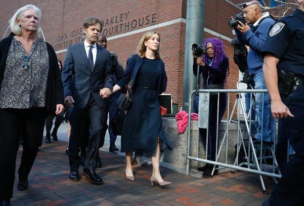 好莱坞女演员霍夫曼因涉美大学招生丑闻案,被判监禁14天