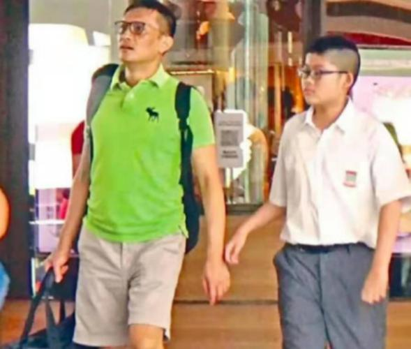 52岁陈锦鸿接10岁自闭症儿子放学,网友:娱乐圈中好爸爸楷模
