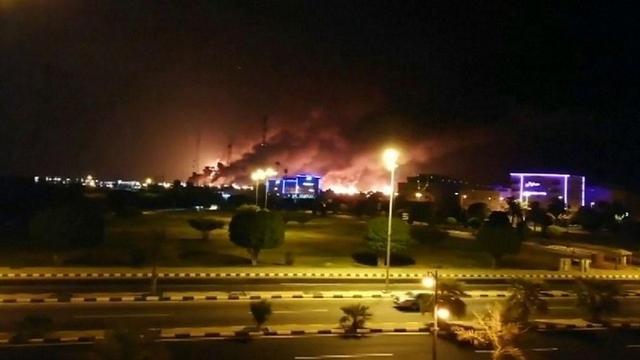 沙特最大石油加工厂遭空袭,胡塞武装已承认,特朗普:逼我出手