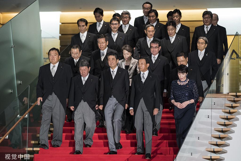 """小泉进次郎刚入阁就""""唱反调"""",他会是首相接班人吗?"""