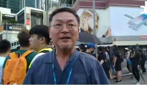 香港非法集會隊伍里,突然鉆出個韓國人!