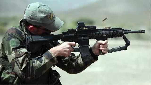 HK416步枪相比M4步枪做了哪些改进?看完你就知道了