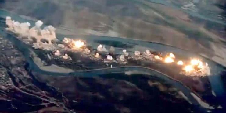 36吨炸弹倾泻而出!恐怖分子老巢一片火海,多国联军打响战斗