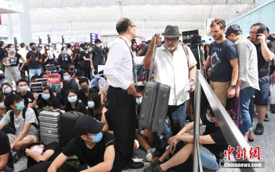 香港國際機場8月客運量同比下降12.4% 機管局:公眾集會影響運作