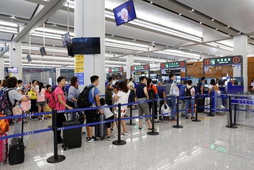 3.3万香港籍旅客经港珠澳大桥回内地过节旅游