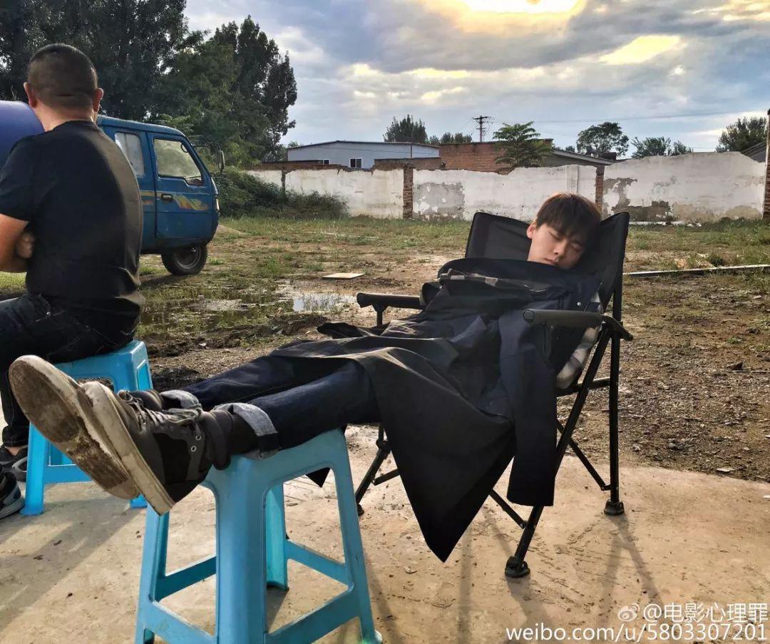 周迅章子怡年轻时,休息方式太特别,导演在片场很满意