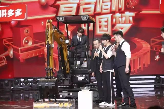 为庆祝新中国成立70周年,青春唱响中国梦.