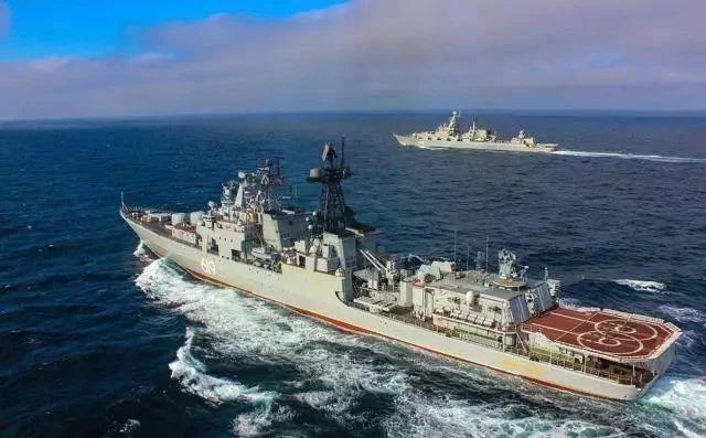 伊朗迎来头号援军,055号巡洋舰抵达中东,五角大楼下令让路