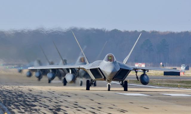 5413架战斗机整顿一年,F-16合格,美国空军:F-22和F-35又拖后腿