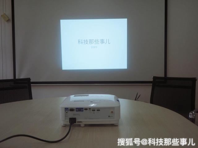 原创 办公娱乐两不误,这台办公投影仪让你的会议事半功倍