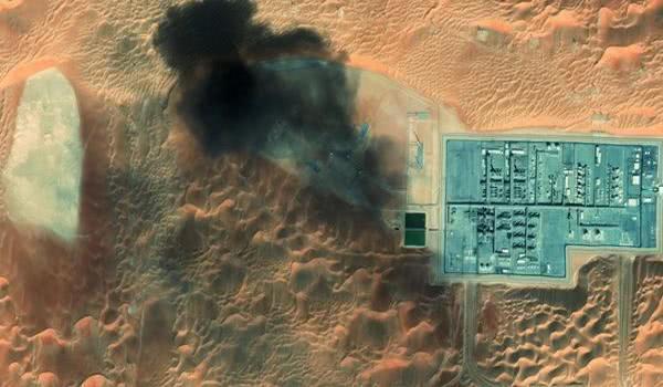 大批无人机黑压压逼近,美军防空导弹形同虚设,俄称现场惨不忍睹