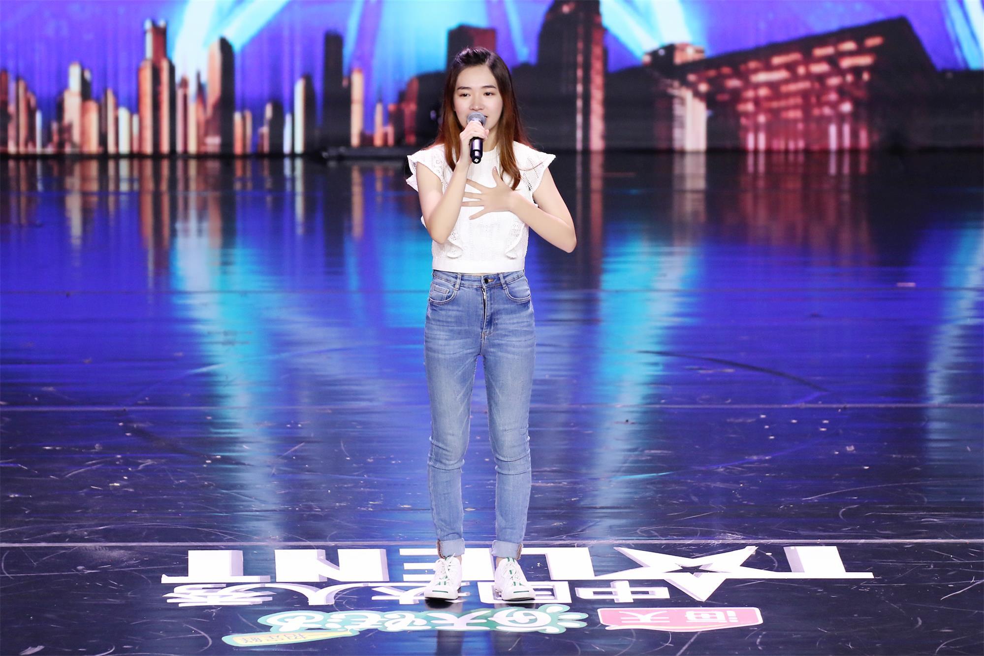 《中国达人秀》19岁印尼华裔女孩民歌寻根,淮秀帮创意配音折服沈腾金星
